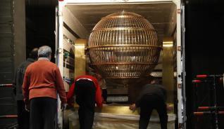 Los bombos de la Lotería de Navidad llegan al Teatro Real