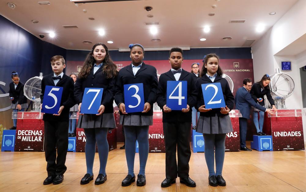 El número 57342 ha resultado agraciado con el primer premio de la Lotería del Niño 2020. El El sorteo dota este premio con 2 millones a la serie. Esto es, que por cada décimo, que cuesta 20 euros, se ganan 200.000 euros. El 21816 fue agraciado con el segundo premio (750.000 euros a la serie) y el 26706 el tercero (250.000 euros a la serie)